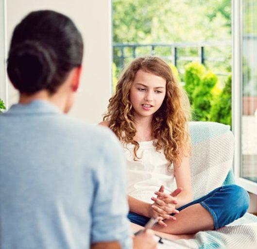 chica en terapia psicologica cognitivo conductual