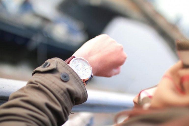 reloj marcando la duración de una sesión de psicología